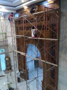 Proses akhir Pemasangan Mihrab Arabic Minimalis