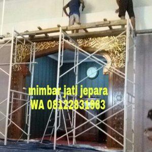 Pemasangan Mihrab Kaligrafi Ukir Jati Jepara