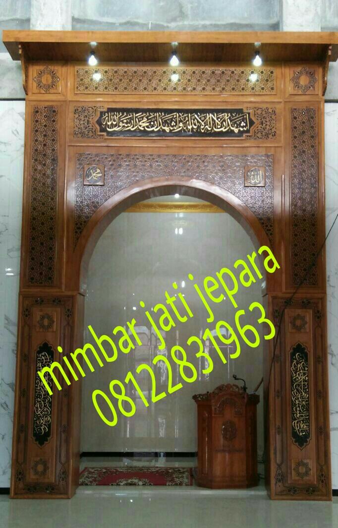 Mihrab Jati Minimalis Arabic setelah Pemasangan